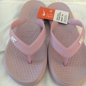 NWT Nike iced lavender ultrasoft footbed flip flop